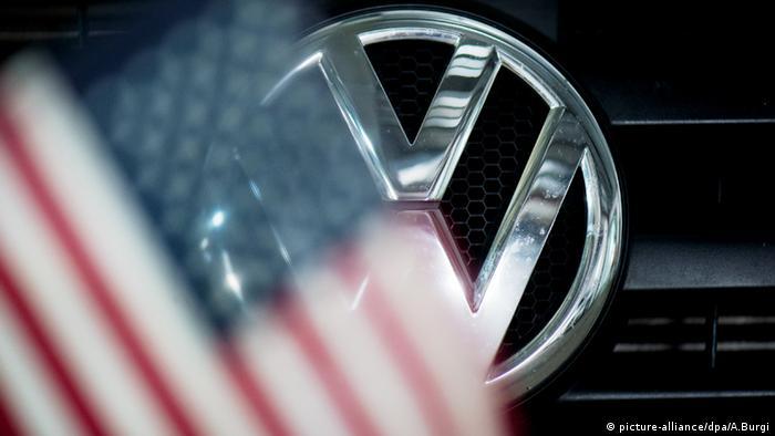VW Logo Emblem Emission Abgas USA Krise