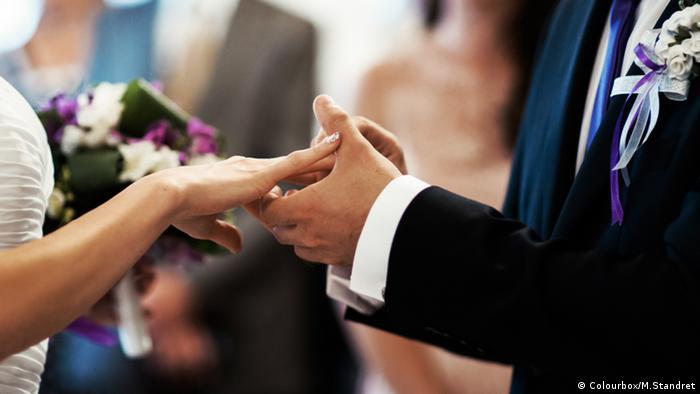 Hochzeit Austausch der Ringe (Colourbox/M.Standret)