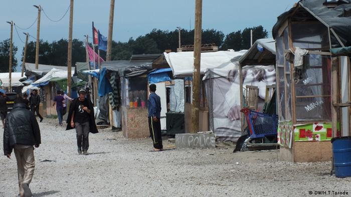 Flüchtlingscamps Dschungel in Calais (DW/H.T.Torode)