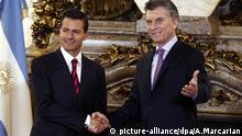 Mexico's President Enrique Pena Nieto, left, and Argentina's President Mauricio Macri pose for a photo shaking hands, at the Salon Blanco in the government house in Buenos Aires, Argentina, Buenos Aires, Argentina, Friday, July 29, 2016. (AP Photo/Agustin Marcarian) | picture-alliance/dpa/A.Marcarian