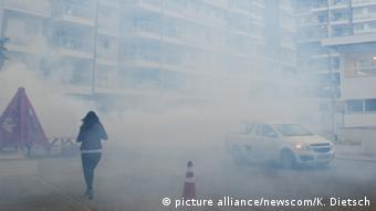 Spraying for mosquitoes at the Olympic Village in Rio de Janeiro (picture alliance/newscom/K. Dietsch)