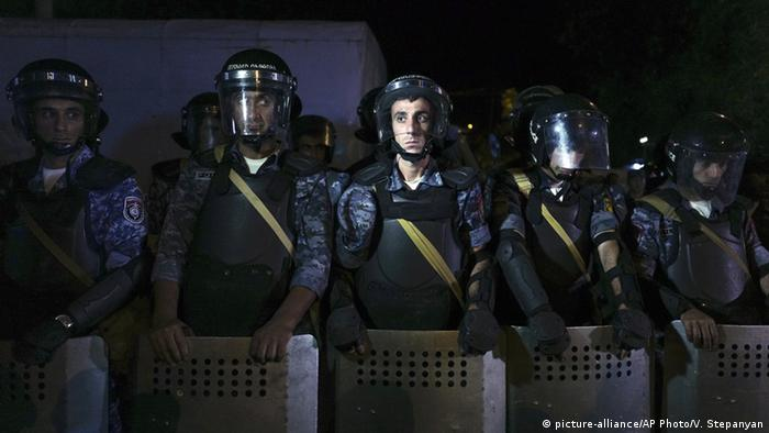 Riot police secure a police station, which is being hold by an armed group, in Yerevan, Armenia, picture-alliance/AP Photo/V. Stepanyan