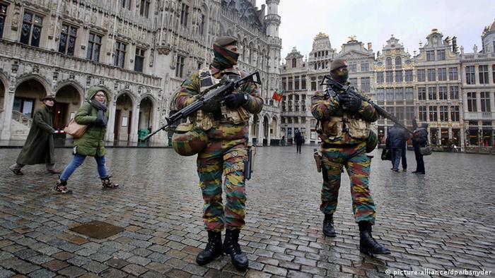 Belgien Brüssel Polizei (picture-alliance/dpa/bsnyder)