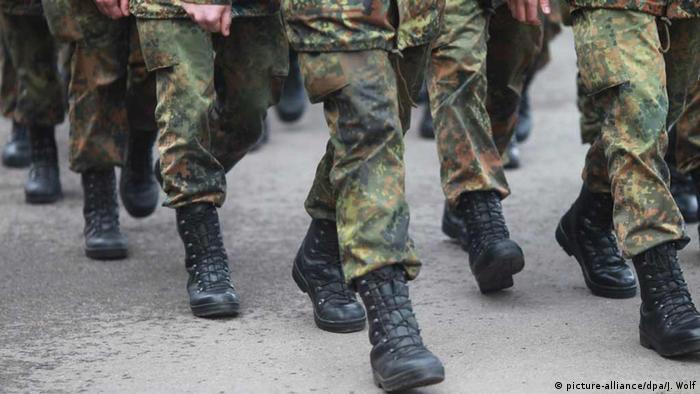Deutschland Soldaten des Logistikbataillons 171 (picture-alliance/dpa/J. Wolf)