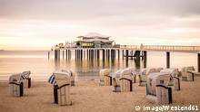 Germany, Niendorf, view to Timmendorfer Strand with hooded beach chairs and sea bridge PUBLICATIONxINxGERxSUIxAUTxHUNxONLY PUF000407 Germany Niendorf View to Clearwater Beach With Hooded Beach Chairs and Sea Bridge PUBLICATIONxINxGERxSUIxAUTxHUNxONLY PUF000407 imago/Westend61