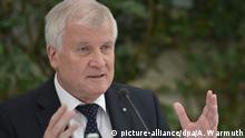 Der bayerische Ministerpräsident Horst Seehofer (CSU) spricht am 30.07.2016 in Gmund (Bayern) zum Abschluss der Kabinettsklausur bei einer Pressekonferenz. Foto: Angelika Warmuth/dpa +++(c) dpa - Bildfunk+++ | Copyright: picture-alliance/dpa/A. Warmuth