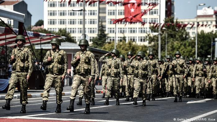 Türkei Militärparade in Istanbul (Getty Images/AFP/O. Kose)