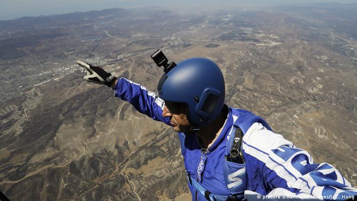 Американский спортсмен прыгнул без парашюта с высоты 7600 метров