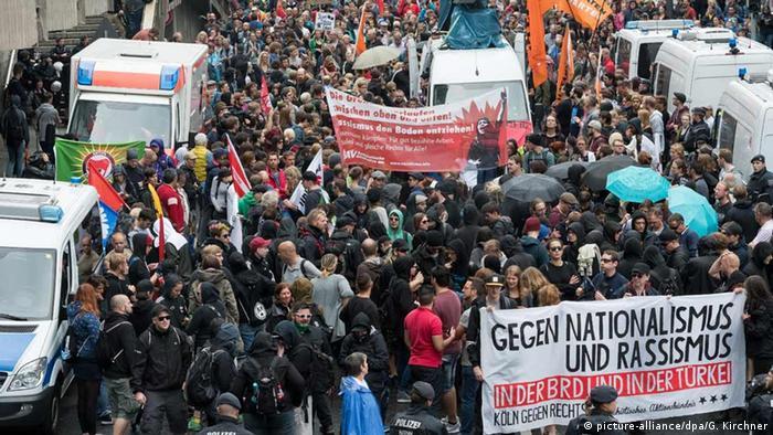 Deutschland Demonstranten von Köln gegen Rechts