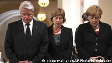 Deutschland Angela Merkel, Daniela Schadt und Joachim Gauck beim Gottesdienst