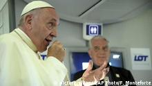 Polen Papst Franziskus im Flug nach Rom