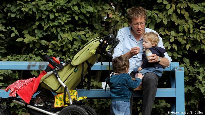 Deutschland Eltern Karriere Kind Symbolbild