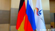 Juli 2017 Fahnen des Petersburger Dialogs, Russlands und Deutschlands Copyright: DW/A. Brenner