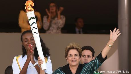 Brasilien Präsidentin Dilma Rousseff und Volleyballerin Fabiana Claudinho (Foto: EVARISTO SA/AFP/Getty) Images)