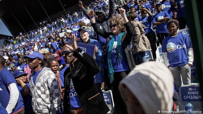 DA supporters dressed in Blue