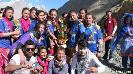 Pakistan Fussballspiel für Mädchen und Frauen (Mirza Tours)