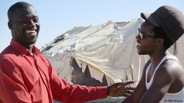 Kadril Abdou (right) with another migrant who decided to stay at the camp (photo: DW/E.Bryant)