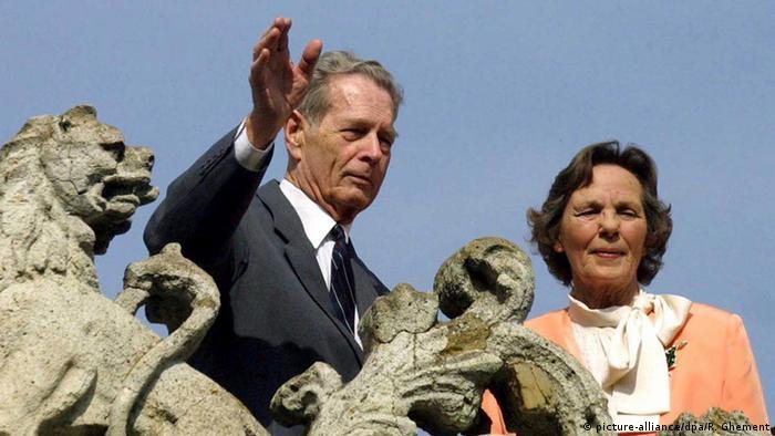 Regele Mihai si regina Ana, Bucuresti (18 mai 2001 (picture-alliance/dpa/R. Ghement)