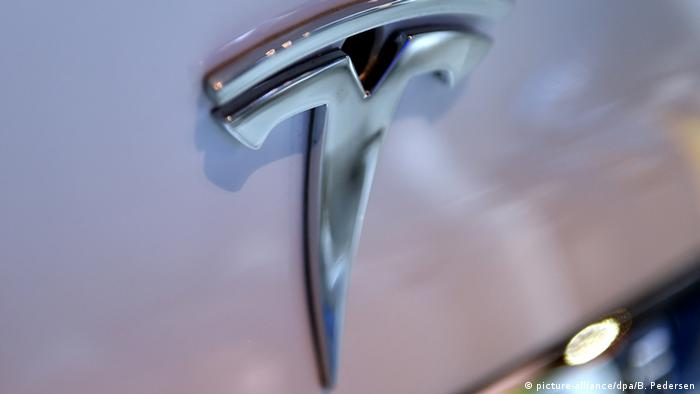 Logo des Elektroauto-Herstellers Tesla (picture-alliance/dpa/B. Pedersen)