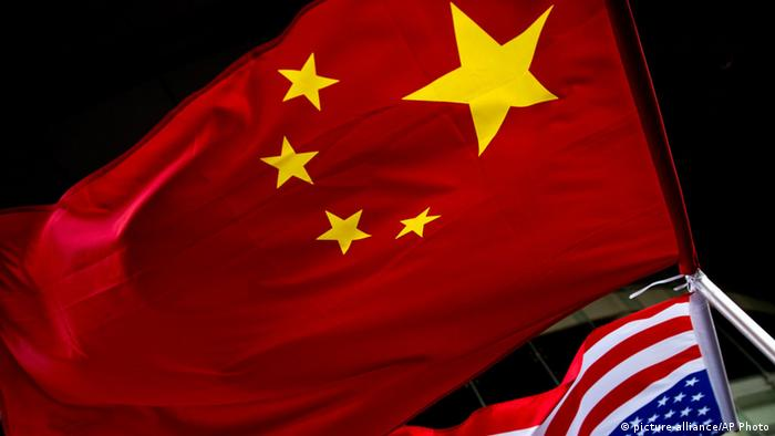 Flags of China and USA (picture-alliance/AP Photo)