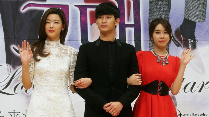 Südkorea Künstlerin Yoo In-Na mit Jun Jie-hyun und Kim Soo-hyun (picture-alliance/dpa)