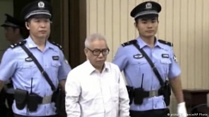 China Hu Shigen vor Gericht in Tianjin (picture-alliance/AP Photo)