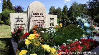 На могилу соратника Гітлера Рудольфа Гесса неонацисти роками покладали вінки