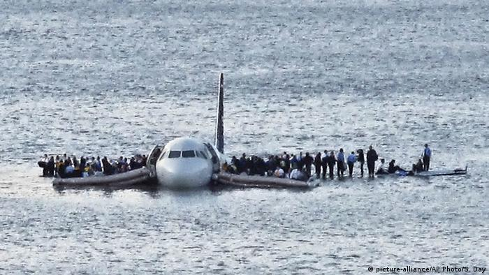 Plane lands on the Hudson River