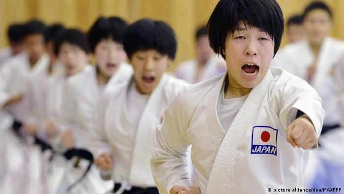 Japan Karate Sportler der Teikyo Universität
