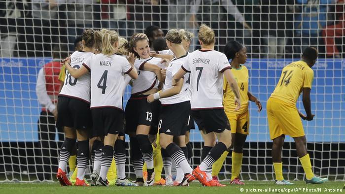 Olympische Spiele Frauenfussball Deutschland vs. Simbabwe (Foto: picture-alliance/dpa/AP Photo/N. Antoine)