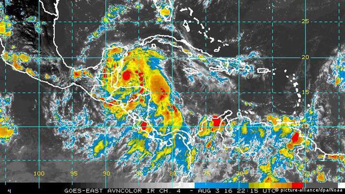 Satellitenbild von Hurrikan Earl vor der Küste von Belize