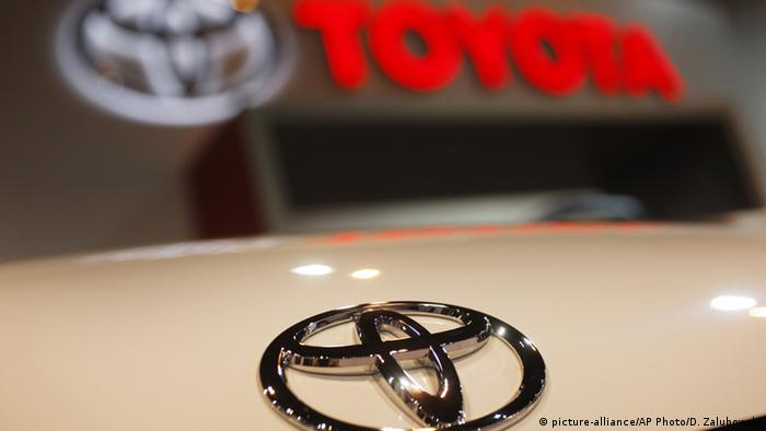 USA Toyota Logo (picture-alliance/AP Photo/D. Zalubowski)