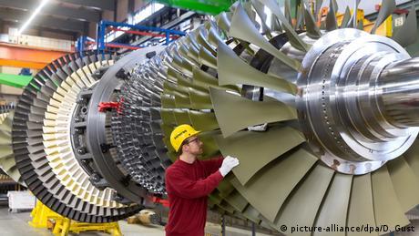 Siemens gas turbine in Berlin (Picture Alliance/dpa/D. Gust)