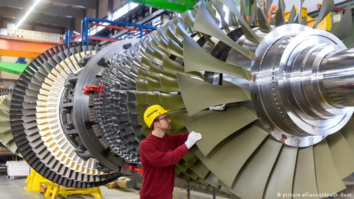 Siemens gas turbine in Berlin (Picture Alliance/dpa/D. Gust)