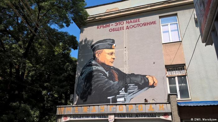 Ein Putin-Bild auf der Wand eines Wohnhauses in Simferopol.