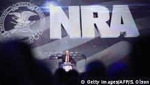 20.05.2016 LOUISVILLE, KY - MAY 20: Republican presidential candidate Donald Trump speaks at the National Rifle Association's NRA-ILA Leadership Forum during the NRA Convention at the Kentucky Exposition Center on May 20, 2016 in Louisville, Kentucky. The NRA endorsed Trump at the convention. The convention runs May 22. (Photo by Scott Olson/Getty Images) (c) Getty Images/AFP/S. Olson