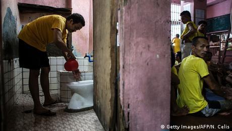 Philippinen Quezon City Gefängnis Putzdienst Toiletten
