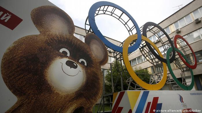 Мишка - символ Олимпиады-80 - и олимпийские кольца
