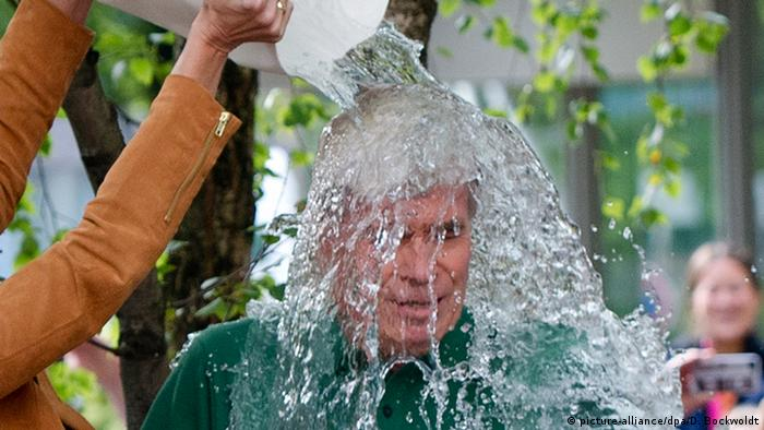 Ice Bucket Challenge (picture-alliance/dpa/D. Bockwoldt)