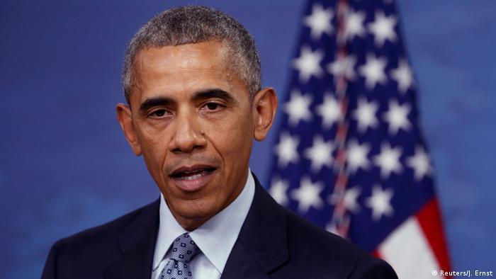 Президент США Барак Обама на фоне американского флага во время пресс-конференции в Белом доме