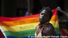 Uganda Homosexuell vor einem Regenbogenfahne