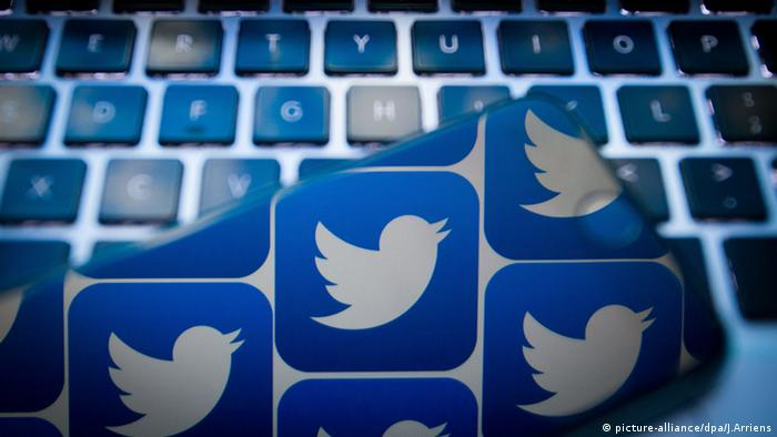Twitter logo and keyboard (picture-alliance/dpa/J.Arriens)