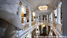 Duchess Anna Amalia Library in Weimar, Germany (picture-alliance/dpa/J. Woitas)
