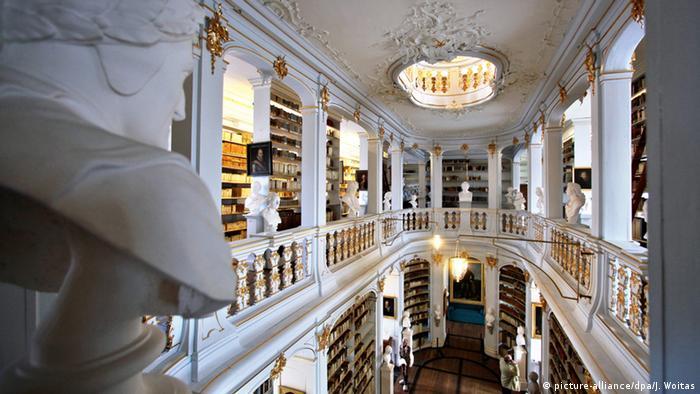 Deutschland Anna Amalia Bibliothek in Weimar (picture-alliance/dpa/J. Woitas)