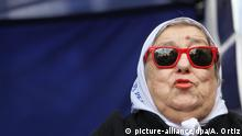 04.08.2016 epa05455919 Hebe de Bonafini (C), President of the Argentinian association 'Madres de Plaza de Mayo' (May's Square Mothers), is seen during a demonstration after rejecting to appear before a judge in Buenos Aires, Argentina, 04 August 2016. Bonafini, 87, has reportedly resisted an arrest warrant by boarding a mini-van after a judge ordered her arrest as she refused twice to appear in a court to give evidence over an alleged political corruption case for the mismanagement of millions of dollars in a low-income housing project, media reported. The Mothers of Plaza de Mayo, a human rights group, has been fighting for justice for the victims of the 1976-83 military regime in Argentina. EPA/ALBERTO ORTIZ +++(c) dpa - Bildfunk+++ | Copyright: picture-alliance/dpa/A. Ortiz