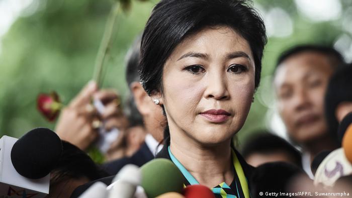 Thailand Bangkog Yingluck Shinawatra vor Gerichtsgebäude (Getty Images/AFP/L. Suwanrumpha)
