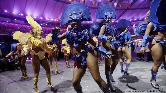 Com Caetano, Gil, Anitta e várias escolas de samba no palco, o Maracanã se transformou em sambódromo