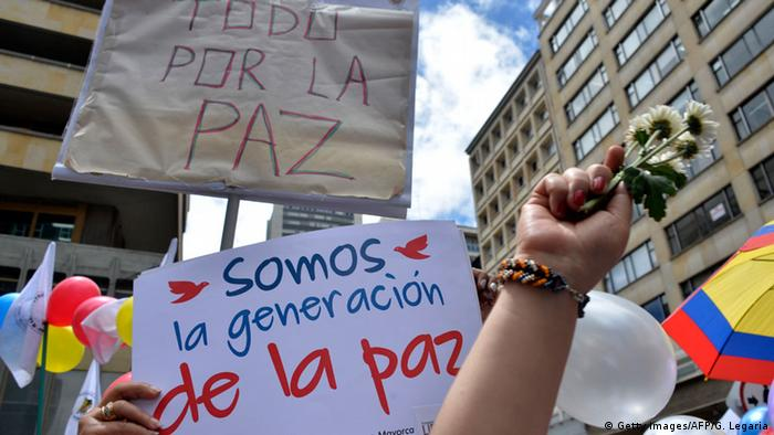 Kolumbien Friedensdemonstration in Bogota (Getty Images/AFP/G. Legaria)