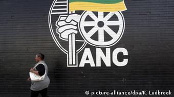 Südafrika Kommunalwahl ANC (picture-alliance/dpa/K. Ludbrook)