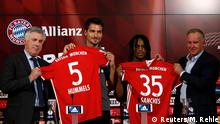 6.08.2016 Football Soccer - Bayern Munich - Allianz Arena, Munich, Germany - 06/08/16 - Bayern Munich's coach Carlo Ancelotti, Mats Hummels, Renato Sanches and CEO Karl-Heinz Rummenigge during news conference. REUTERS/Michaela Rehle Copyright: Reuters/M. Rehle